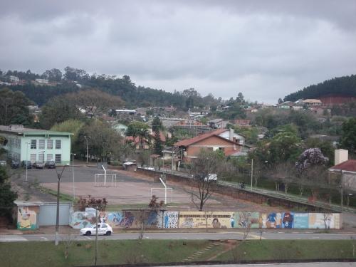 A expectativa é de até o final do próximo ano, nesta área, já exista uma construção, um ginásio de esportes.